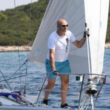 Starosta Karel Engliš, SKiMU, vyhlíží startovní čáru.