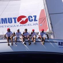Posádka AZIMUT poctivě vyvažuje na stoupačku.