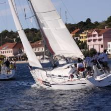 Po cíli navigační rozjížďky, lodě přijíždí na Sali.