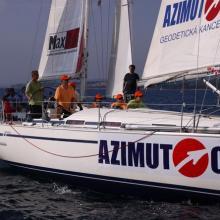 Lodě se blíží ke startu tréninkové rozjížďky.