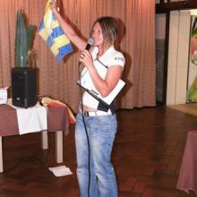 Hlavní rozhodčí, Jitka Bidlová, vysvětluje pravidla závodu.