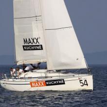 Maxx kuchyně dojíždí do cíle ve druhé navigační rozjížďce Stavební regatty 2010.