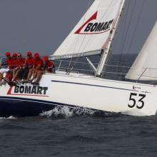 Bomart dokončuje druhý ve třetí rozjížďce Stavební regatty 2010.