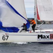 Max Real trénuje se spinakrem před pátou rozjížďkou Stavební regatty 2010.