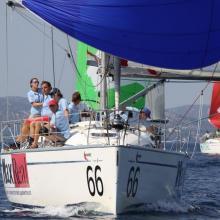 MaxReal vede pole lodí na zadní vítr.