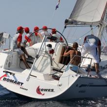 Bomart křižuje proti větru.