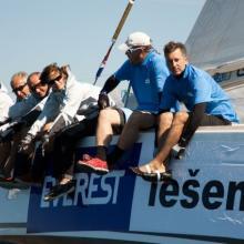 Posádka Everest vyvažuje při 1. křižování.