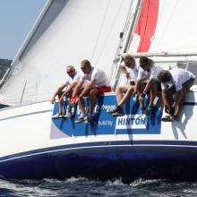 Posádka Vila Verde build by HINTON vyvažuje při křižování.